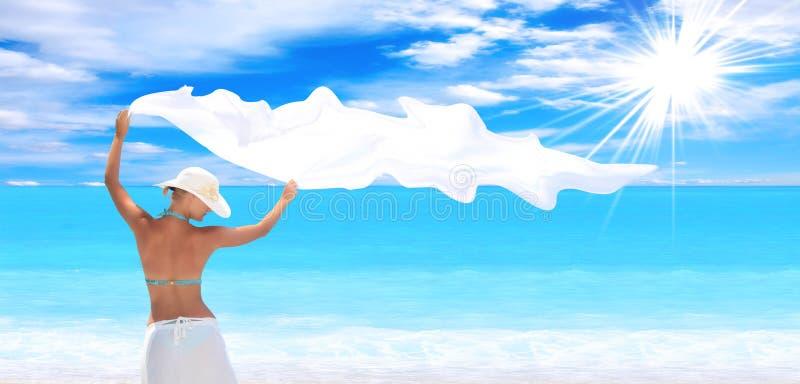 Frau auf dem Strand stockfotos