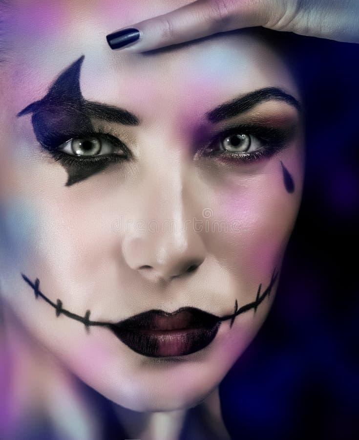 Frau auf Halloween-Partei stockfotografie