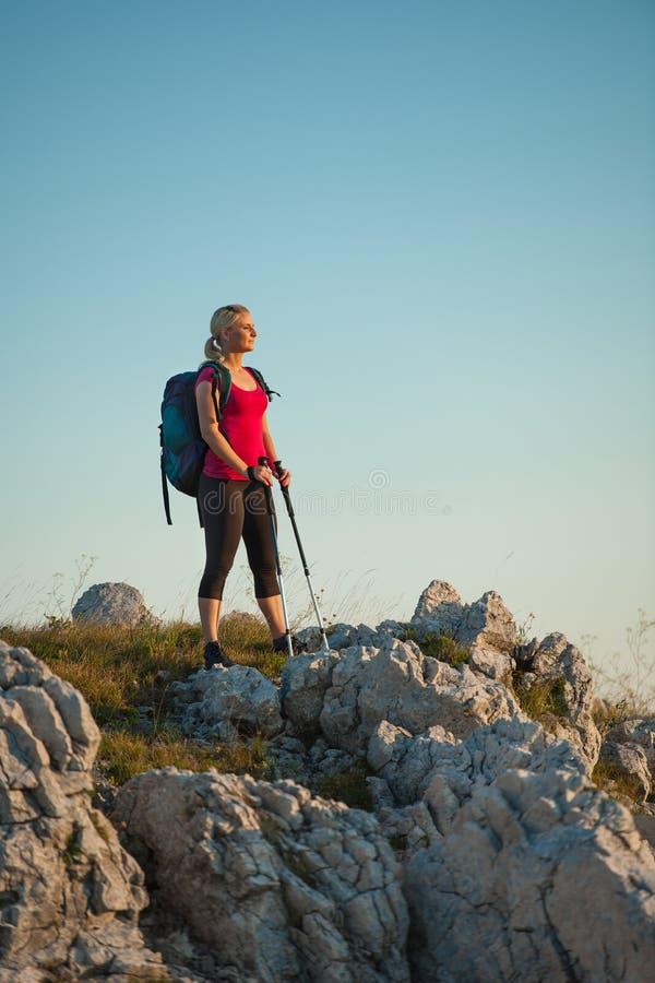 Frau auf Trekking stockbilder