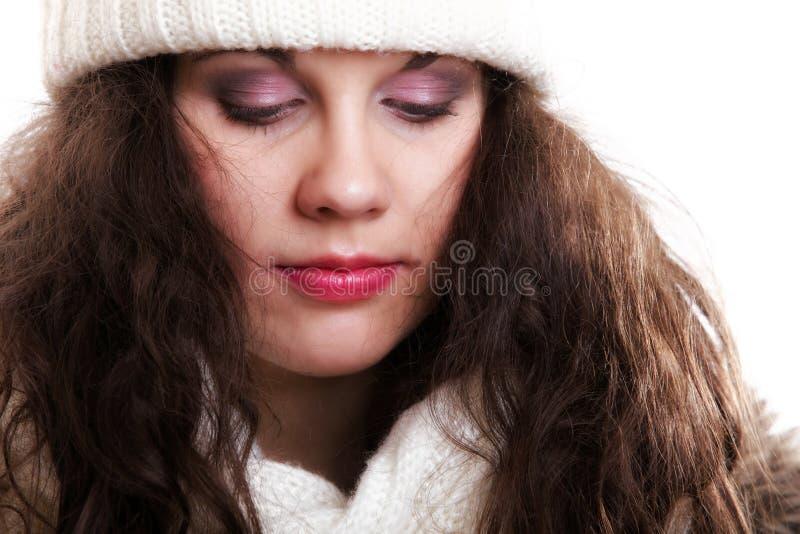 Frau auf warme Kleidungswintermode lizenzfreie stockfotografie