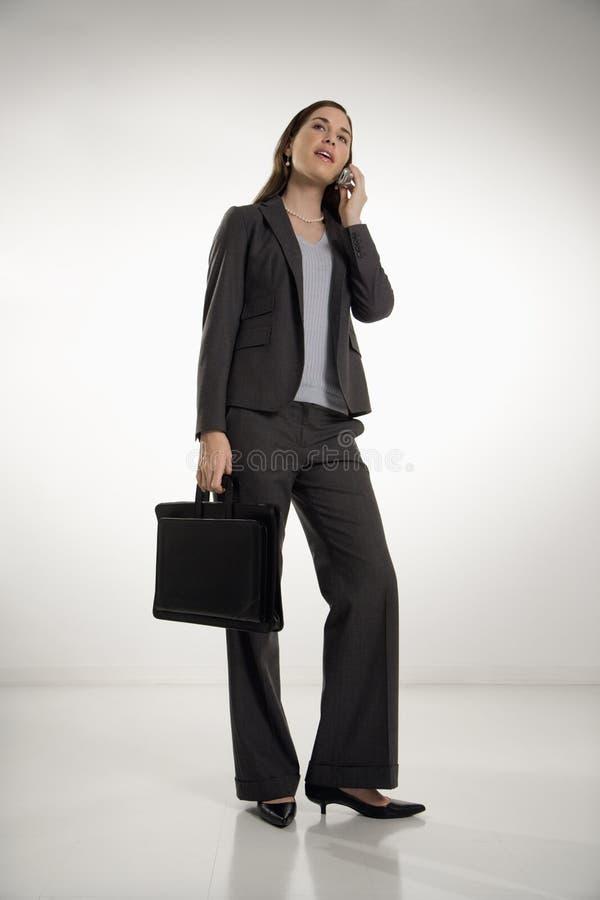 Frau auf Zelle stockbilder