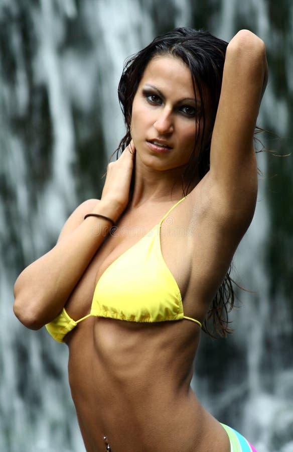 Frau in Badeanzug lizenzfreie stockfotografie