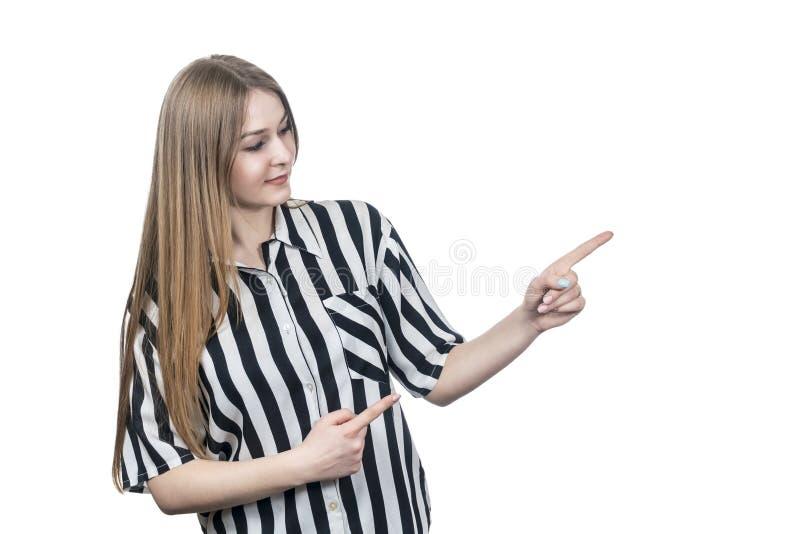Frau in den Hemdpunkten zur Seite lizenzfreies stockfoto