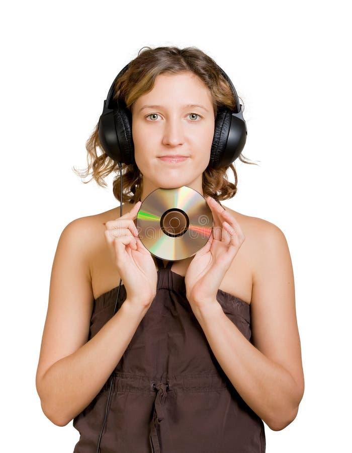 Frau in den Kopfhörern das Hören Musik genießend stockbilder