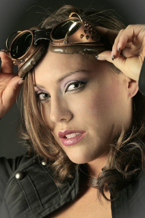 Frau in den Schutzbrillen lizenzfreie stockbilder