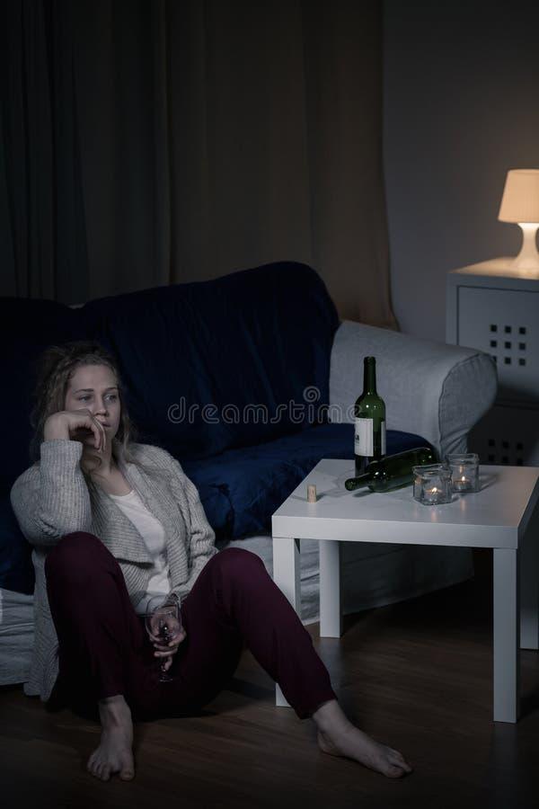 Frau in der Einsamkeit lizenzfreie stockfotografie