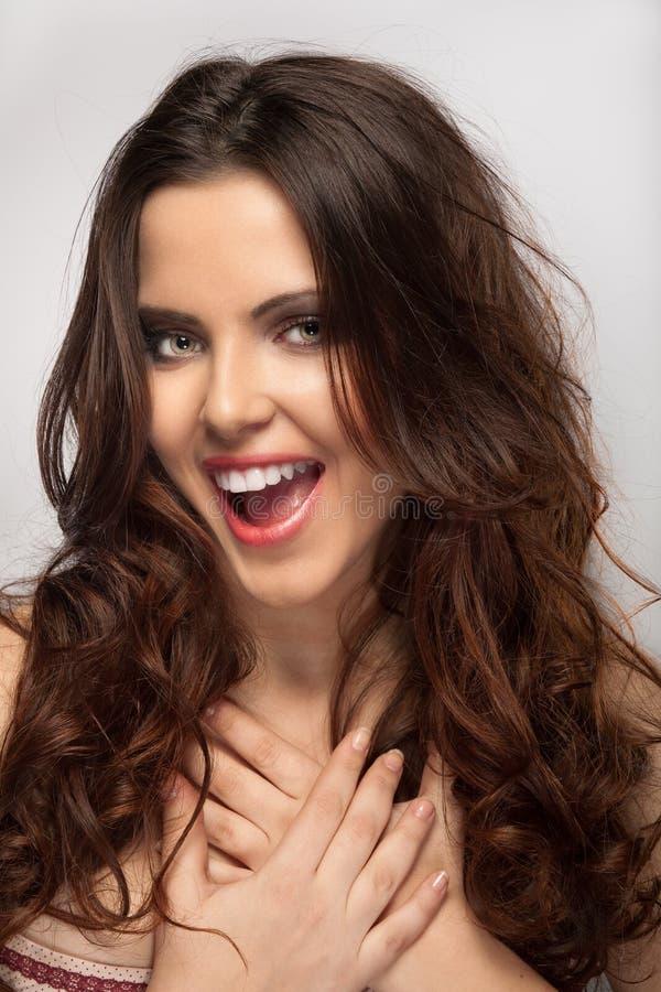 Frau in der freundlichen Stimmung lizenzfreie stockfotografie