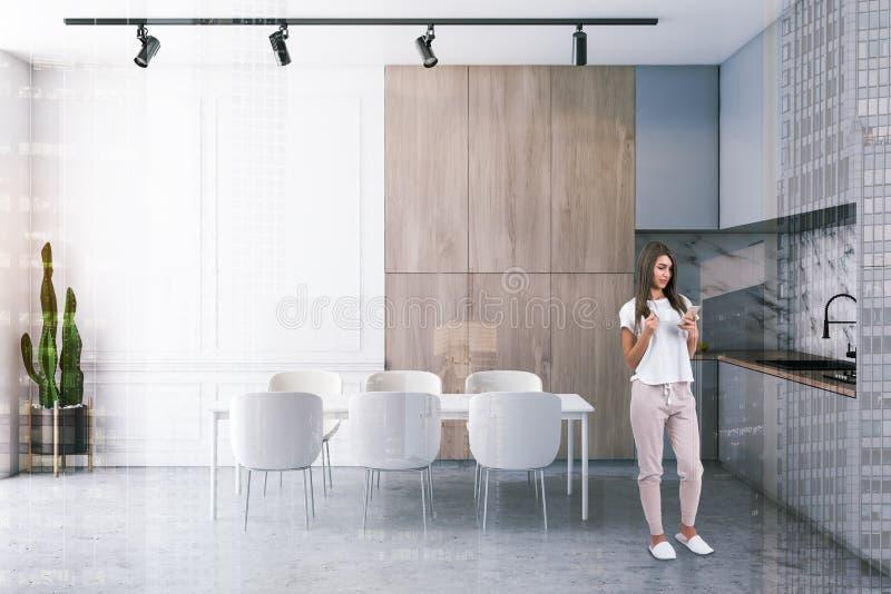 Frau in der grauen und hölzernen Küche mit Tabelle stock abbildung