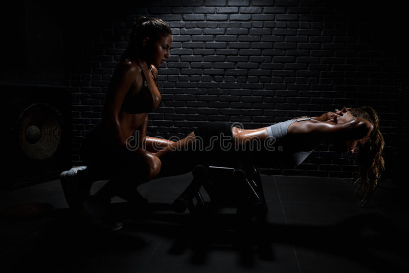 Frau in der Gymnastik stockfotografie