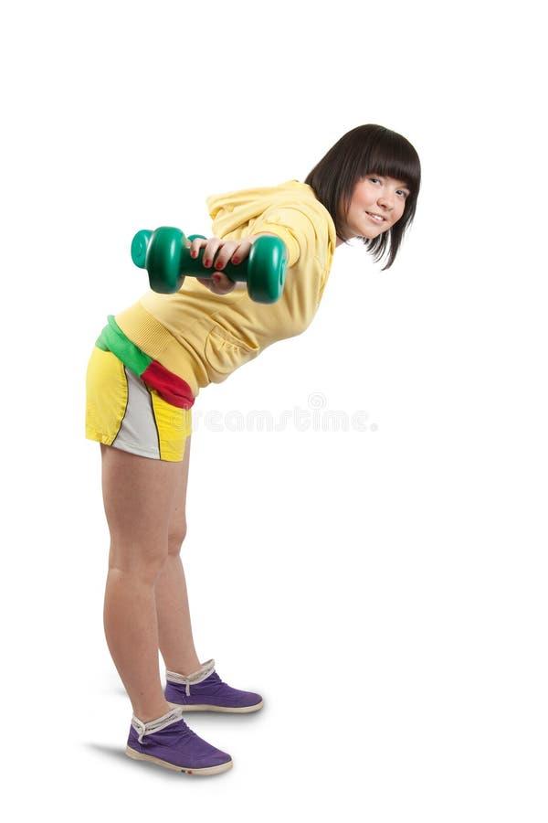 Frau in der Gymnastikabnutzung trainierend mit Gewichten stockfotografie