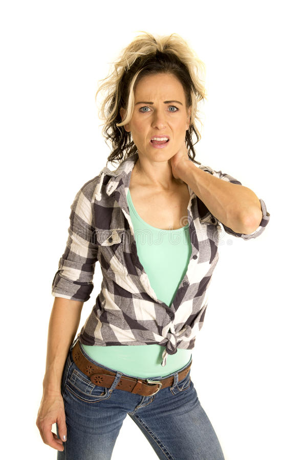 Frau in der Hand des karierten Hemds auf dem Hals wütend lizenzfreie stockfotos