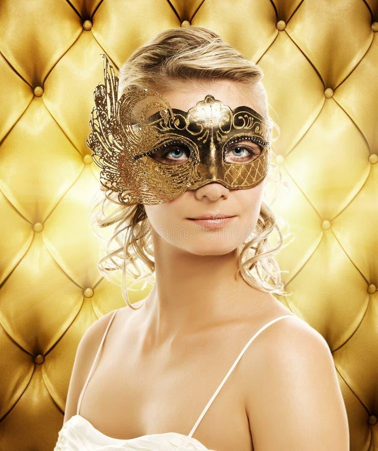 Frau in der Karnevalsschablone lizenzfreies stockbild