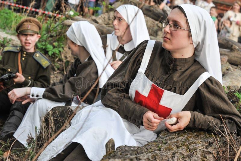 Frau in der Krankenschwesteruniform der russischen Armee während des ersten Worl stockbilder