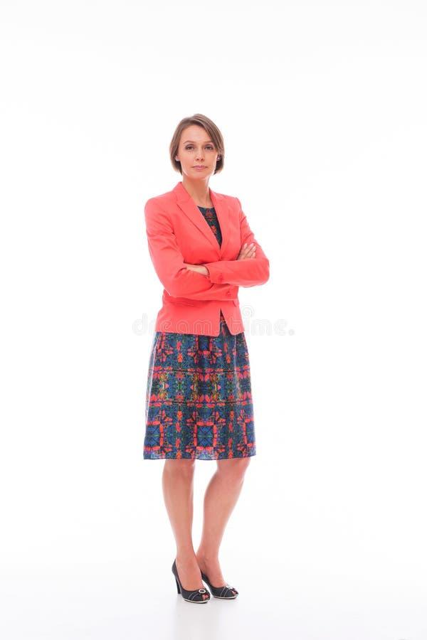 Frau in der roten Klage auf Weiß stockfoto
