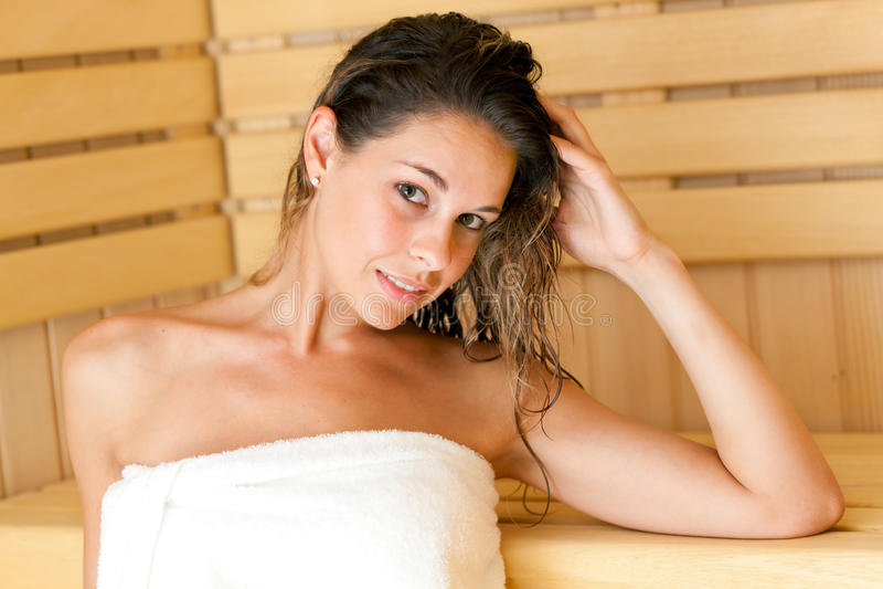 Download Frau in der Sauna stockfoto. Bild von raum, badekurort - 26364198