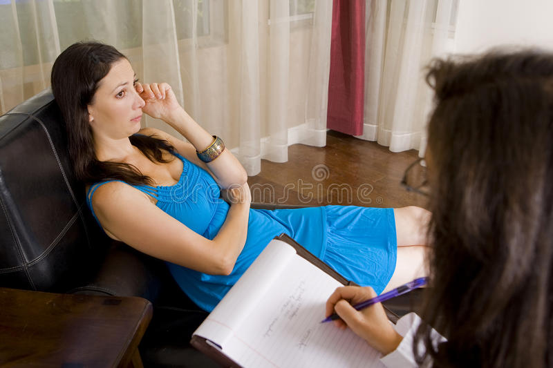 Frau an der Therapie stockbild