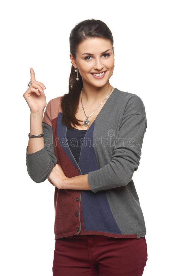 Frau in der Wolljacke zeigend auf leeren Kopienraum lizenzfreies stockfoto