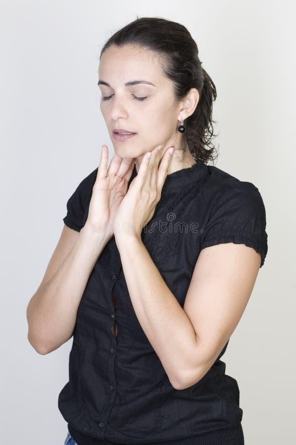 Frau der wunden Kehle stockbilder