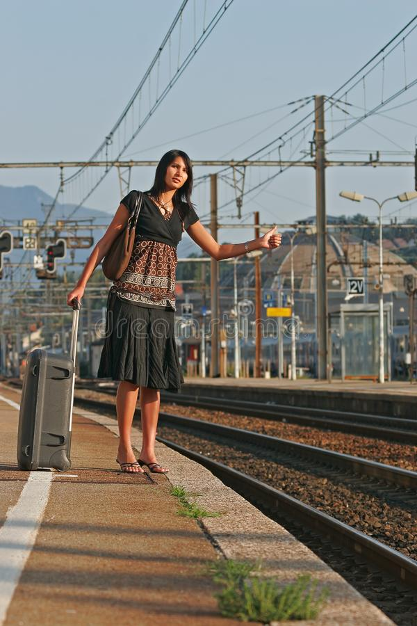 Frau, die auf einer Reise verlässt lizenzfreie stockfotografie