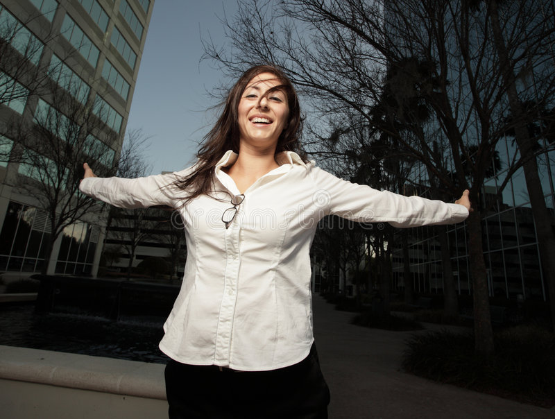Frau, die den Tag genießt lizenzfreie stockfotos