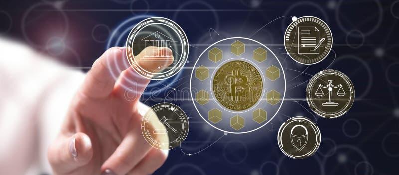 Frau, die ein bitcoin vorgeschriebenes Konzept berührt vektor abbildung