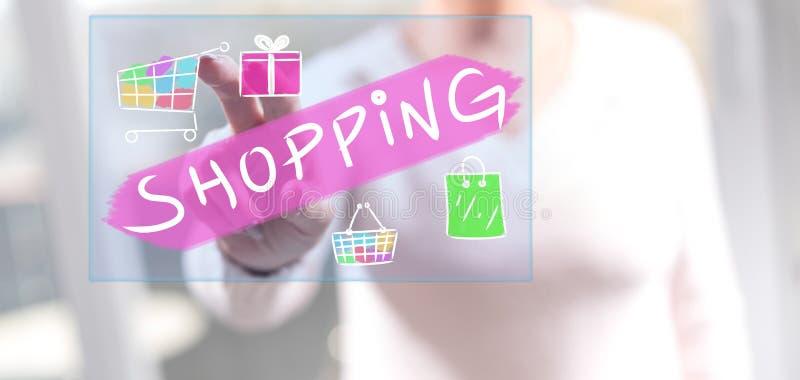 Frau, die ein Einkaufskonzept berührt lizenzfreie stockfotografie