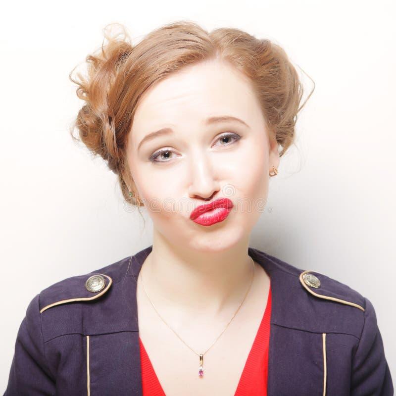 Download Frau, Die Ein Lustiges Gesicht Bildet Stockfoto - Bild von lippenstift, innen: 96929322