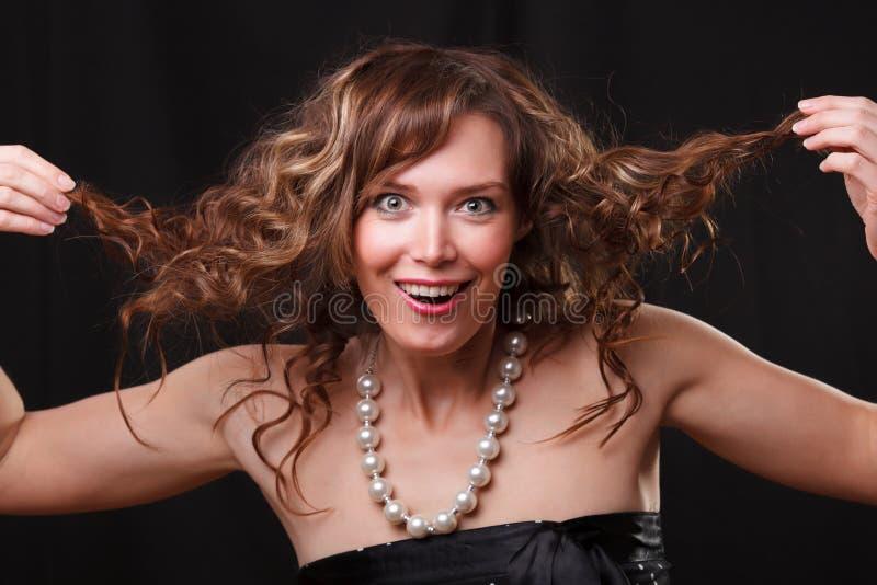 Frau, die ein lustiges Gesicht macht lizenzfreie stockfotografie