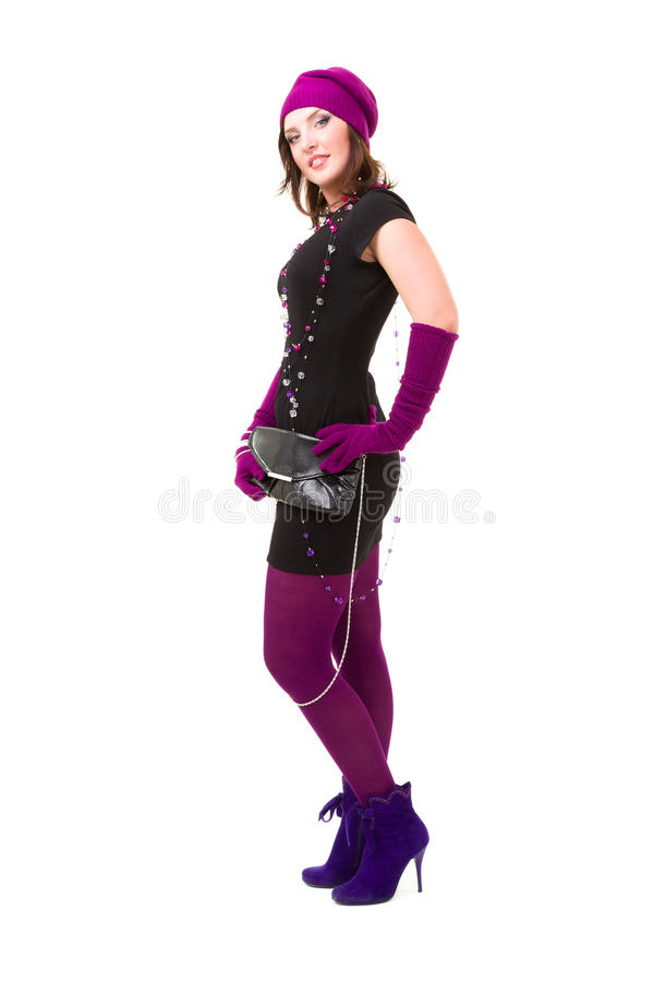 Frau, die eine Winterschutzkappe und -handschuhe trägt lizenzfreies stockfoto