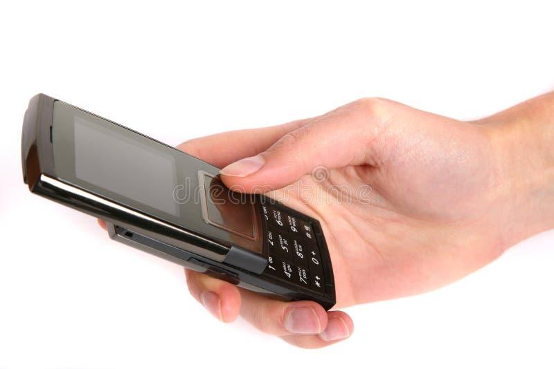 Frau, die einen Handy in der Hand anhält lizenzfreies stockbild