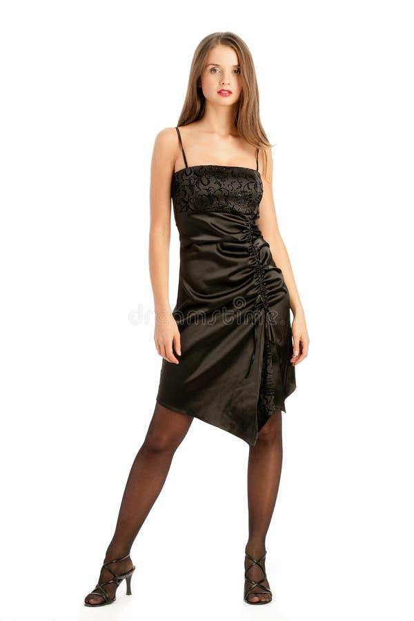 Frau, die elegantes Cocktailkleid trägt lizenzfreie stockfotos
