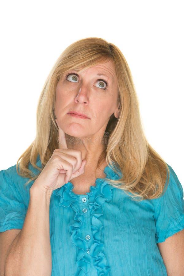 Frau, die etwas betrachtet stockbilder