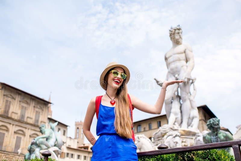 Frau, die in Florenz-Stadt reist stockfotos