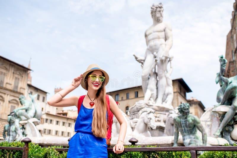 Frau, die in Florenz-Stadt reist lizenzfreie stockbilder