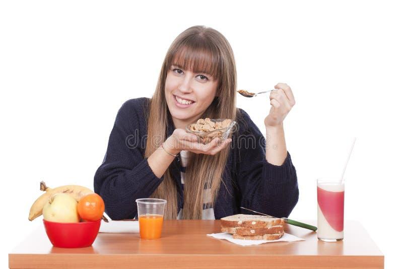Frau, die Frühstück isst lizenzfreies stockfoto