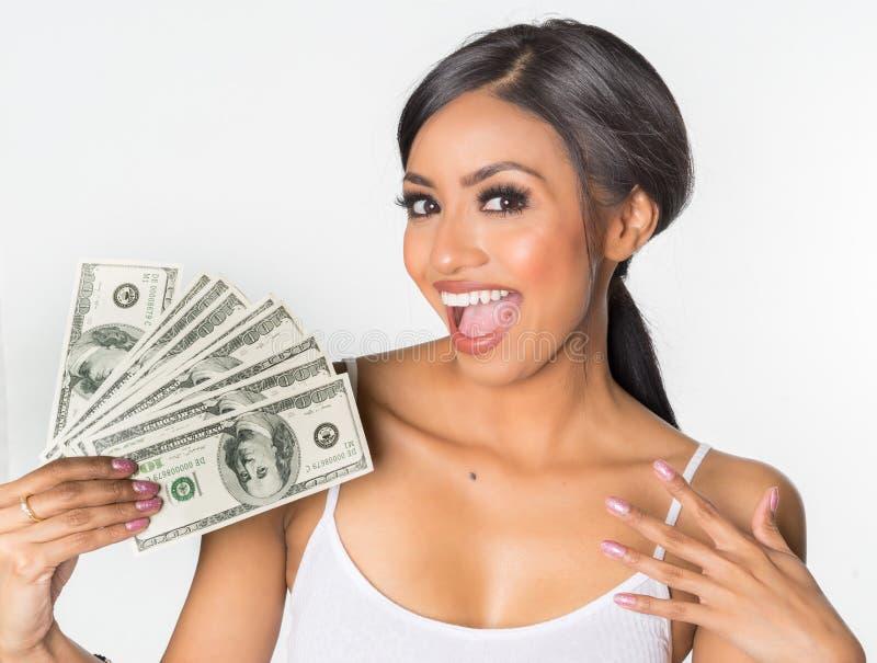 Frau, die Geld hält stockfotos