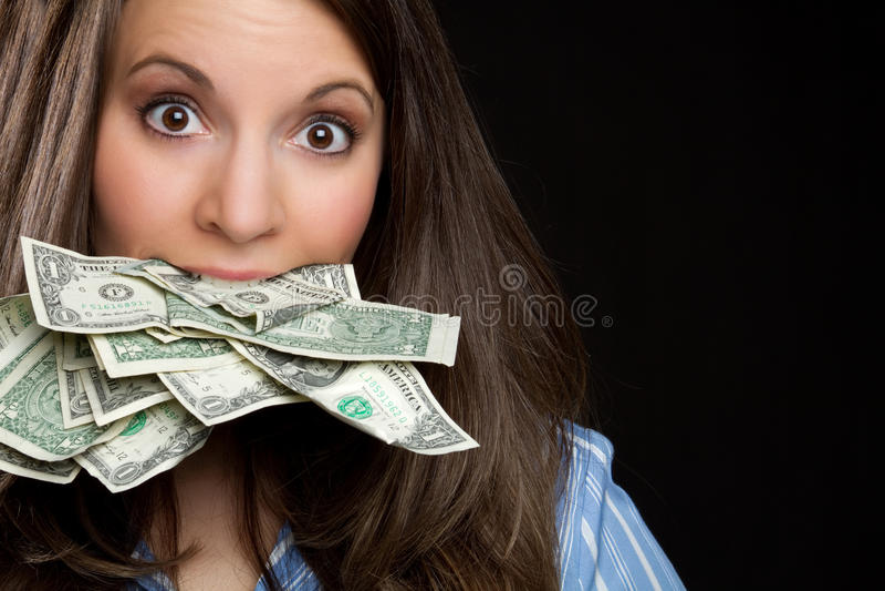 Frau, die Geld isst lizenzfreie stockfotografie