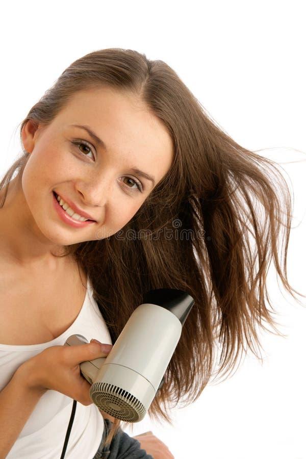 Frau, die hairdryer verwendet lizenzfreie stockbilder