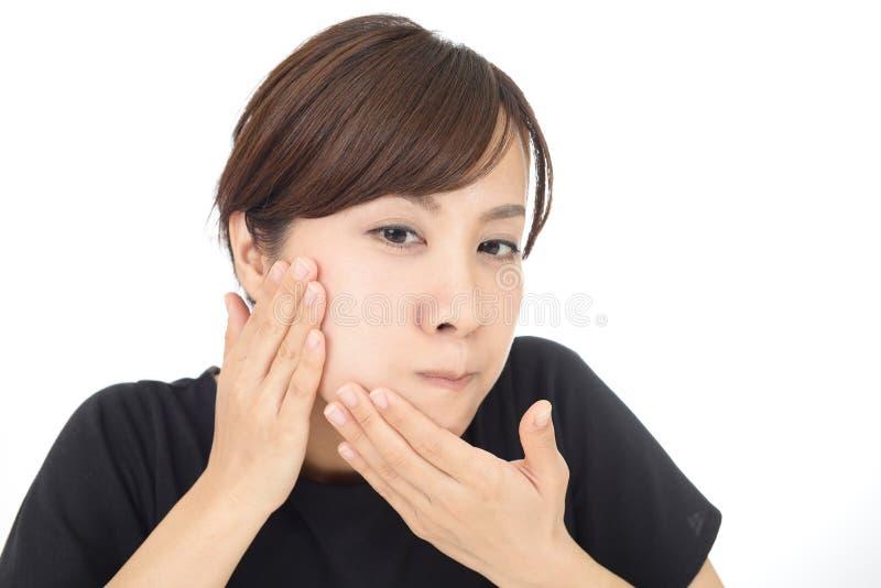 Frau, die Hautprobleme hat stockbilder