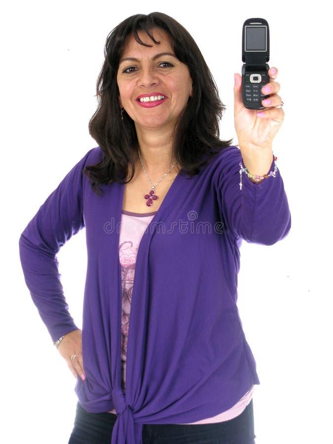 Frau, die heraus Handy anhält lizenzfreies stockfoto