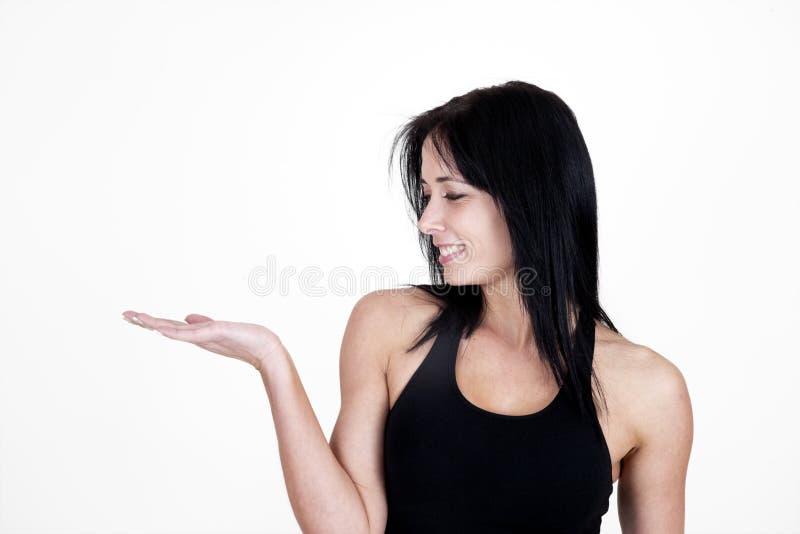 Frau, die heraus ihre Hand anhält stockfotografie