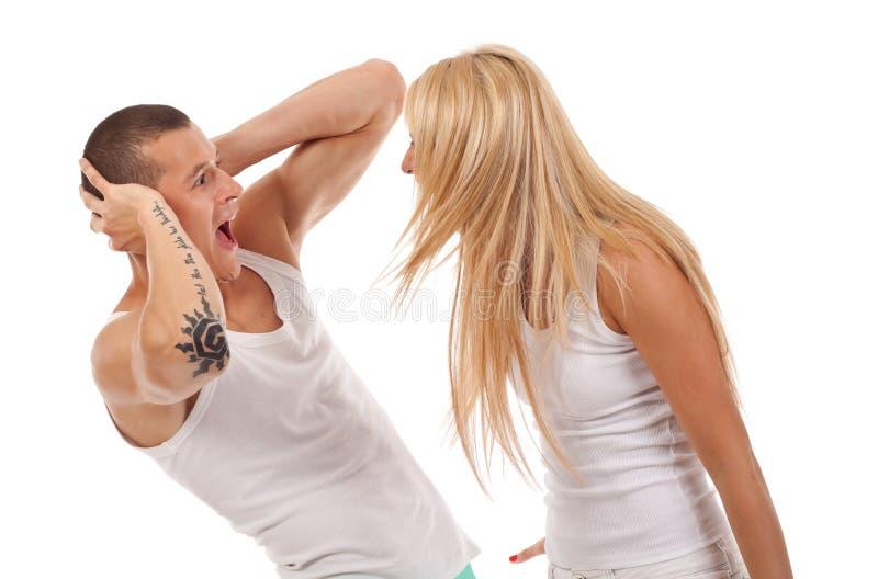 Frau, die an ihrem Freund schreit lizenzfreie stockbilder