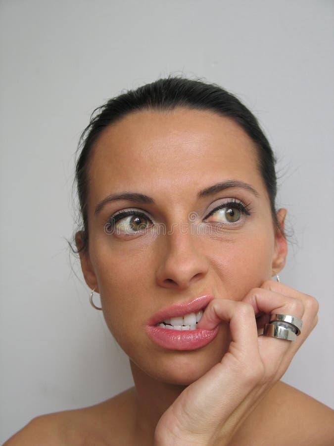 Frau, Die Ihren Nagel Bitting Ist Stockfoto