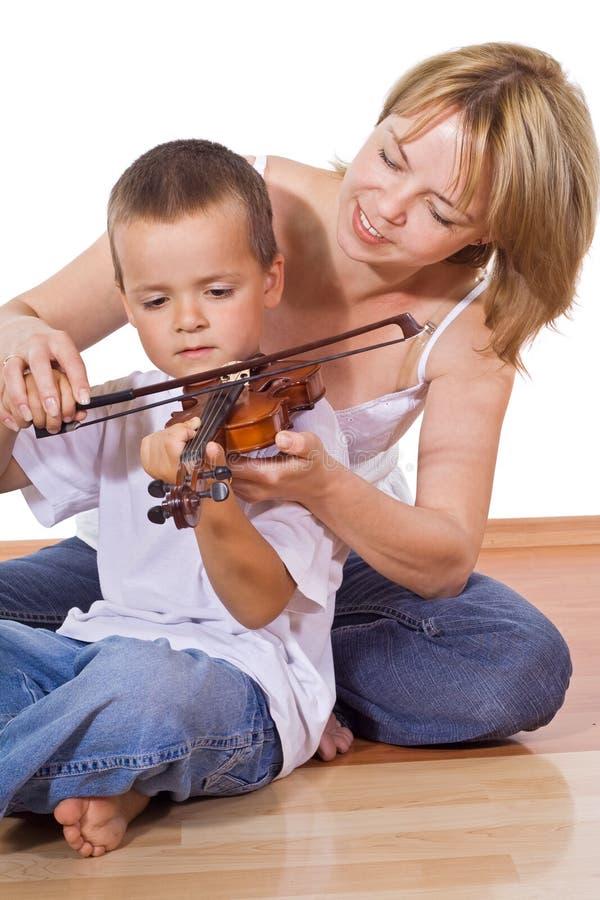 Frau, die ihren Sohn unterrichtet lizenzfreie stockfotos