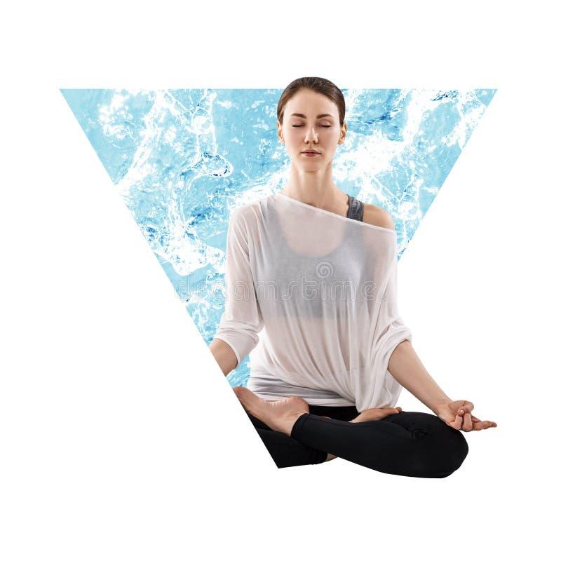 Frau, die im abstrakten Dreieck mit Wasser meditiert stockbild