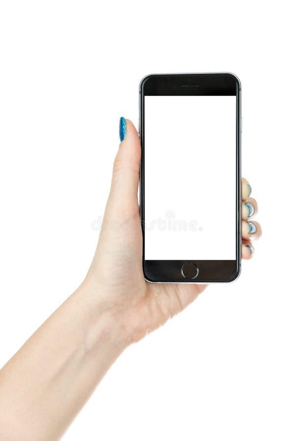 Frau, die iphone mit lokalisiertem Schirm zeigt stockbilder