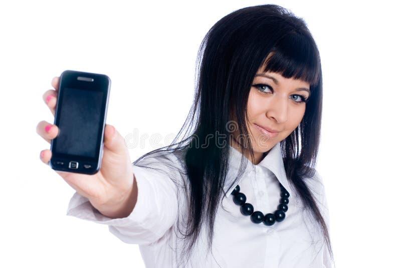 Frau, die Mobile zeigt stockfoto