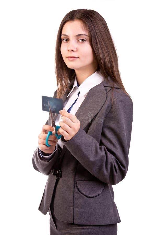 Frau, die oben ihre Kreditkarte schneidet lizenzfreies stockfoto