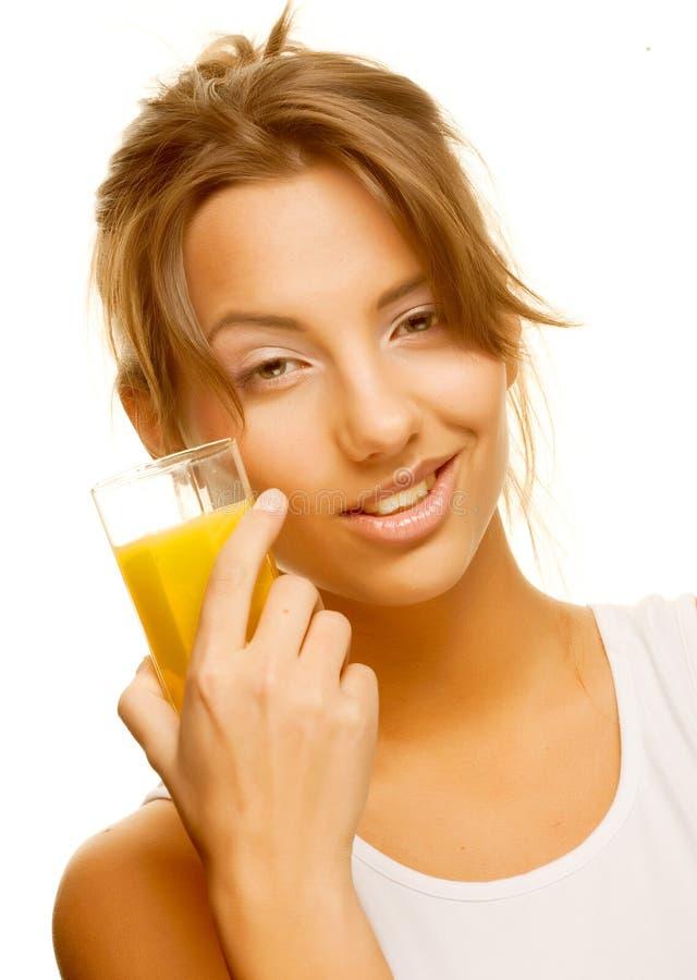 Frau, die oben Orangensaftabschluß trinkt stockfotos