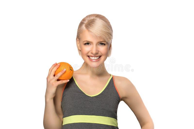 Frau, die Orange hält lizenzfreie stockbilder